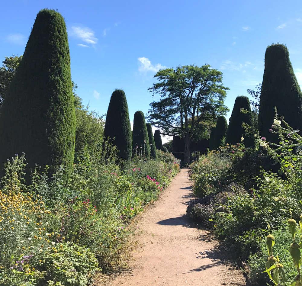 topiary-walk